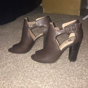 New and never worn Vince Camuto booties